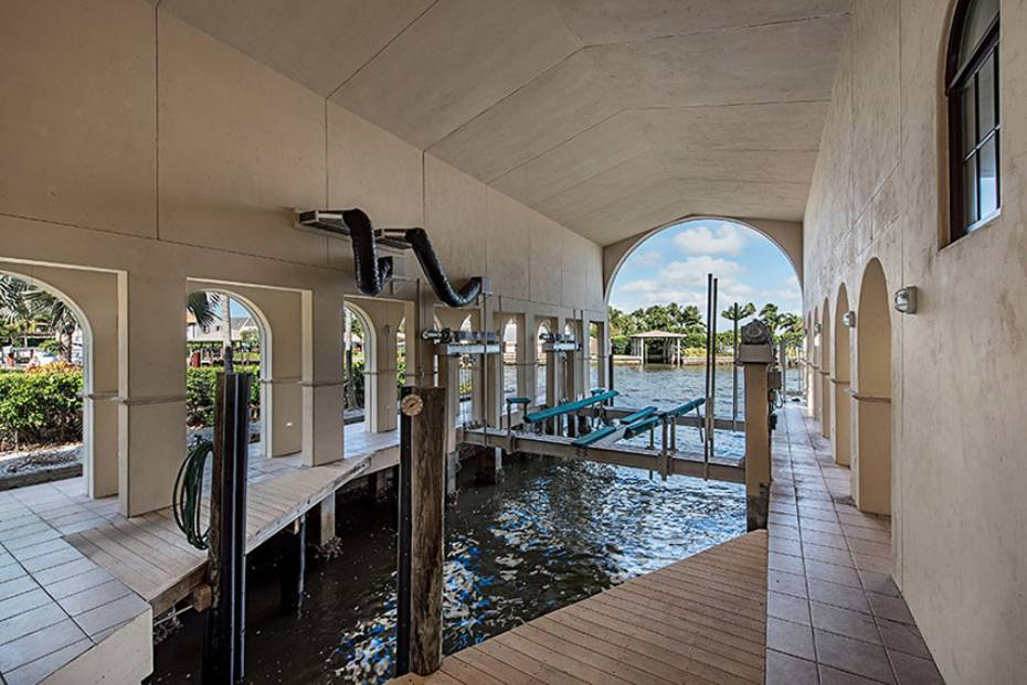 Additional photo for property listing at 801 Galleon Dr  Naples, Florida,34102 Verenigde Staten