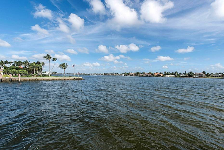 Additional photo for property listing at 801 Galleon Dr  Naples, Florida,34102 Hoa Kỳ