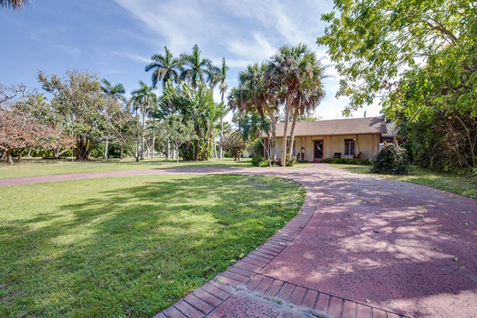 Additional photo for property listing at 170 9th Ave S, Naples, Florida  34102  Naples, Florida,34102 Stati Uniti