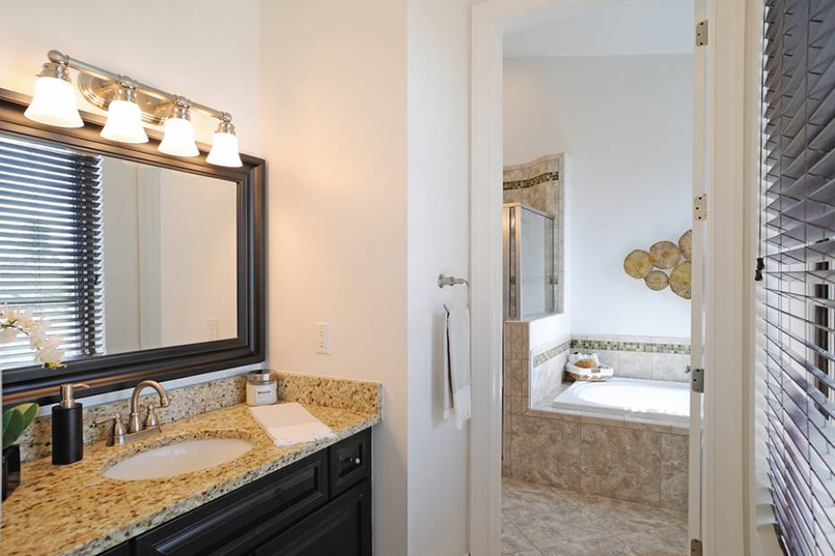 Additional photo for property listing at 1012 7th St S B-2 Naples, Florida,United States
