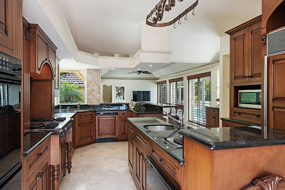 Additional photo for property listing at 655 Galleon Dr Naples, Florida,Hoa Kỳ