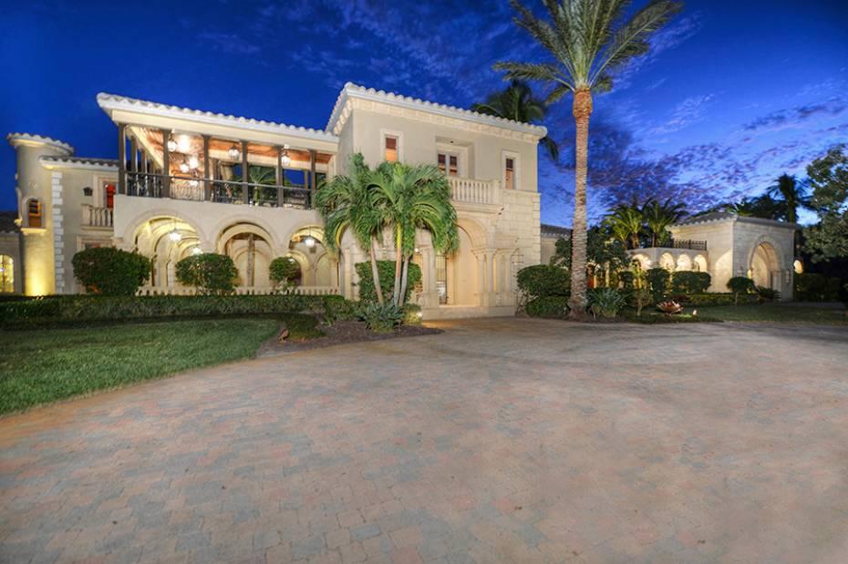 Новая постройка для того Продажа на 13621 Pondview Cir Naples, Флорида,Соединенные Штаты