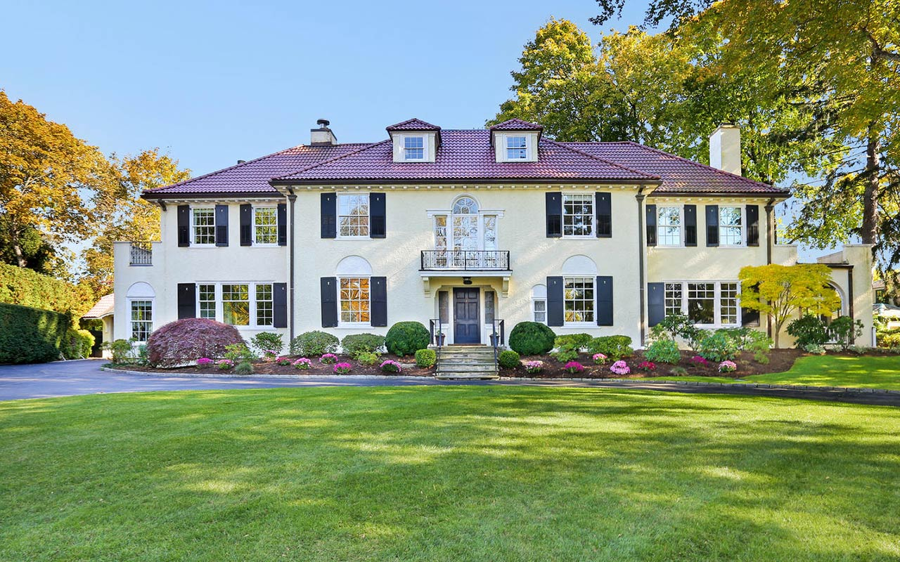 176 Ocean Drive West, Stamford (Shippan), CT